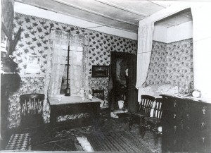 A one room flat in a tenement building known as a 'single end' A whole family would have lived and slept in this one room in St Ninians.