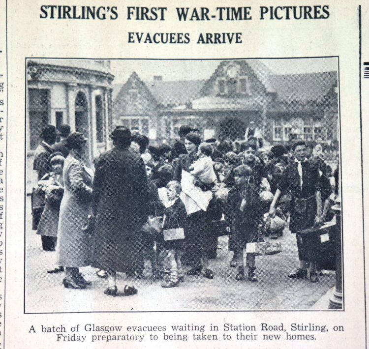 Evacuees arrive in Stirling from the Observer Tuesday 5th September 1939